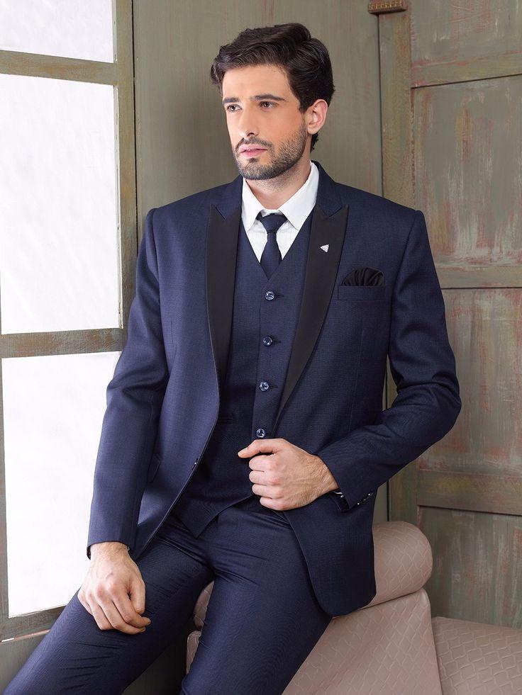 Тёмно-синий мужской костюм-тройка (с жилетом)   белая рубашка с галстуком