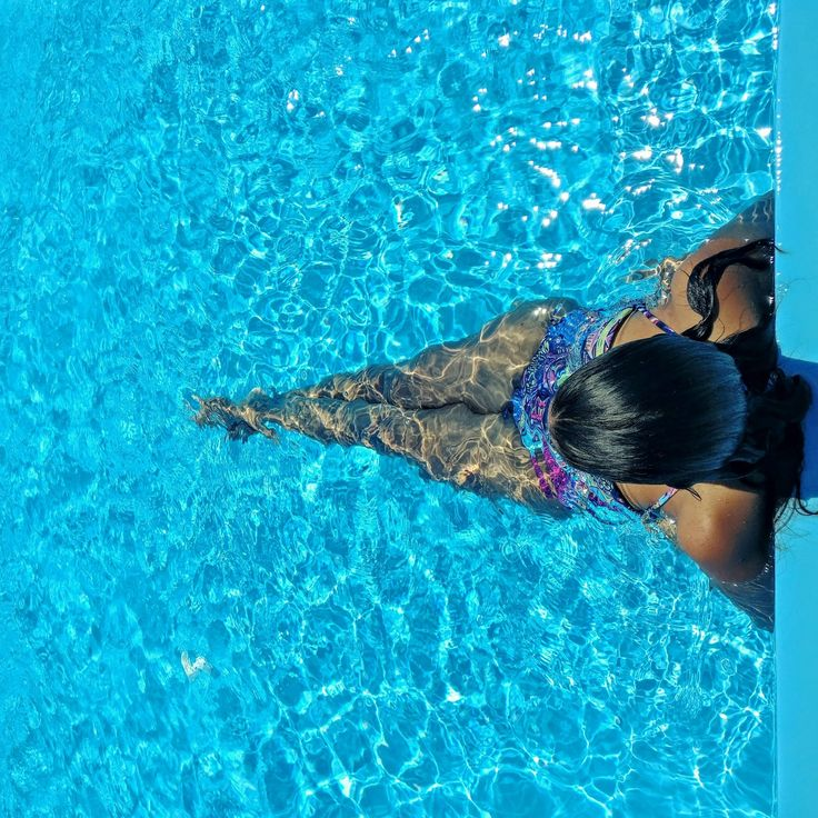 Pool time on vacations 🌹 Santorini http://www.studyaboutfashion.com/2016/09/travel-in-santorini.html