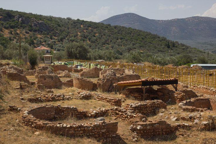 Ένα από τα σημαντικότερα μνημεία των Ρωμαϊκών αυτοκρατορικών χρόνων βρίσκεται στην αρχαία κώμη της Κυνουρίας, Εύα, της οποίας σώζονται ελάχιστα λείψανα. Ο χώρος της Βίλας εκτείνεται σε 20χιλιάδες τετρ