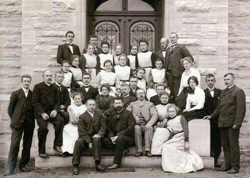 Ansatte kort tid etter oppstart av Rønvik Asyl. Foto: Nordlandssykehusets bildearkiv.