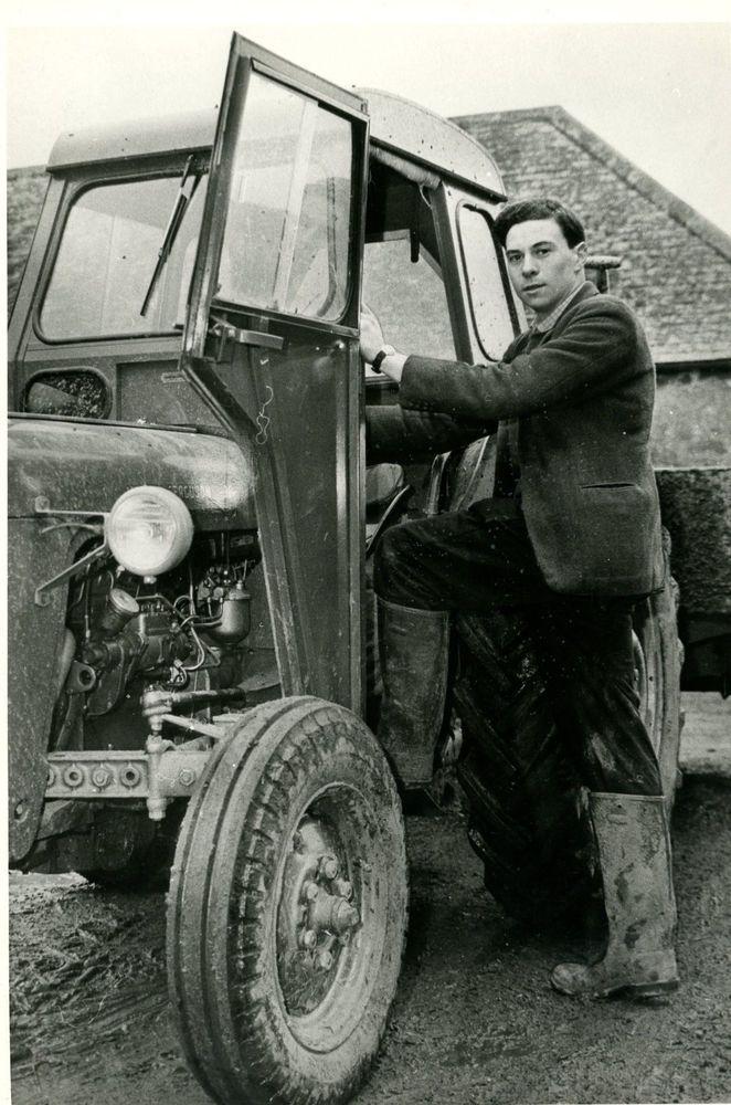 JIM CLARK ON THE FARM PERIOD PRESS PHOTOGRAPH.