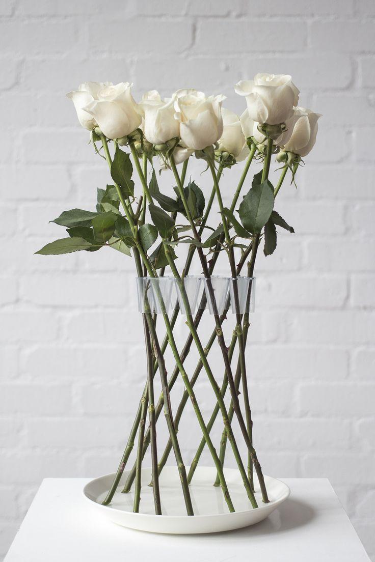 Crown Vase, un florero sin florero, diseño minimalista de  Lambert Rainville. Visto en Mocoloco