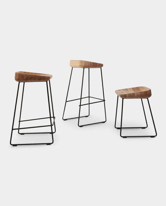 De ergonomische vorm van de zitplaats en stabiele constructie van metalen poten kunnen aantonen van natuurlijke materialen gecombineerd met een modern design. Perfect comfortabel, deze stoel zal bekoren met zijn functionaliteit meer dan één generatie uw gezin.  Verkrijgbaar in 3 maten in de hoogte: 76cm 66cm 46cm  Materialen Staal, hout Productietijd 2-4 weken