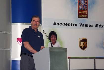 """El 29 de octubre de 2001 se presenta la fundación """"Vamos México"""", a cargo de Marta Sahagún; sus actividades resultaron cuestionadas en cuanto al manejo y destino de los recursos."""