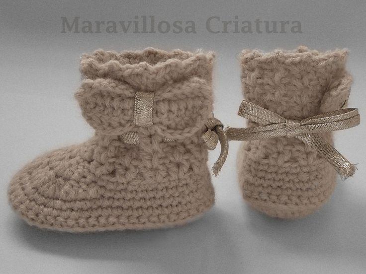 Botas de bebé de color beige con lazos dorados de Maravillosa Criatura por DaWanda.com