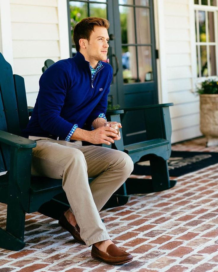 From night caps on the front porch to brisk days on the golf course, our new Hickory Hill pullover keeps you covered! Link in bio. #SouthernTide