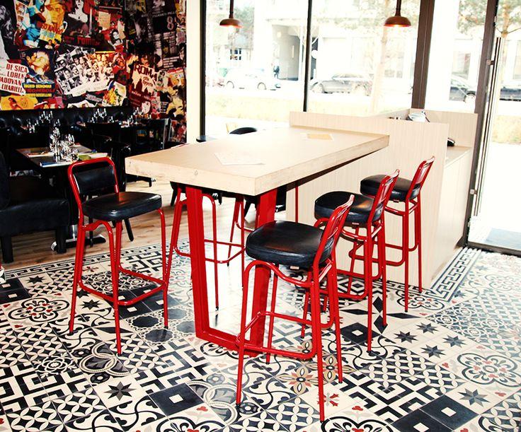"""Tabouret """"SANKS"""" - Café """"Brunetti"""" à Boulogne-Billancourt"""