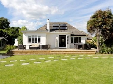 Stylish interiors, huge garden, tonnes of baby and toddler gear and a private beach a short stroll down the road!  http://www.babyfriendlyboltholes.co.uk/pear_trees_cottage-child-friendly-accommodation-34921.htm