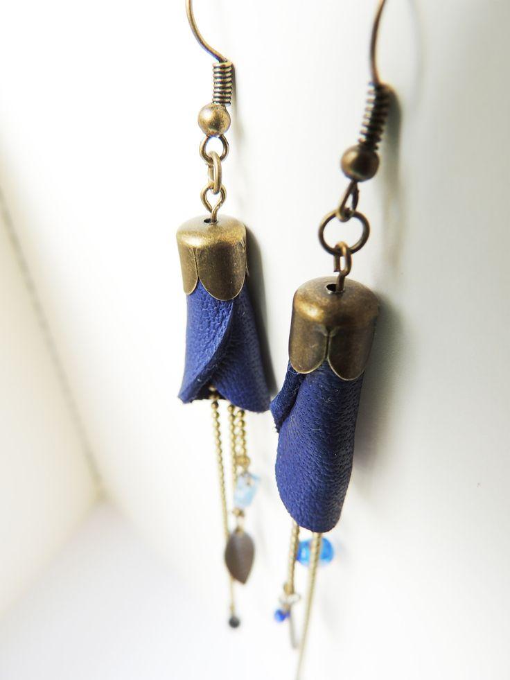 """Boucles d'oreilles cuir """"bleu outremer"""" : Boucles d'oreille par mon-uni-vert"""