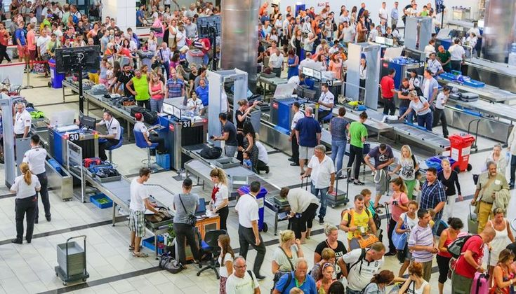 9 tips to navigating crowded airports the discoverer in