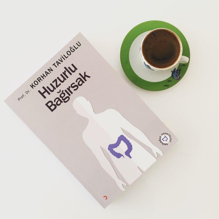🌟#kitapsarrafi köşemde bu hafta #huzurlubagirsak #kitabi var.   Genel Cerrahi uzmanı Prof. Dr. Korhan Taviloğlu, kitabında bağırsaklarımızın çalışma sistemini anlatıyor.   🌟Kentsel yaşamla birlikte beslenme alışkanlıkları değişiyor ve bunun sonucunda  da birçok bağırsak ve makat hastalıklarına rastlanıyor.   🌟Sağlıklı yaşam için karın ağrısından Huzursuz Bağırsak Sendromuna birçok konuyu bilimsel verilerin ışığında anlaşılır şekilde sade ele alınıyor.  #esraozilekitapsarrafi