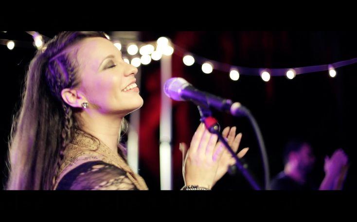 Christine D'Clario | Rey   La letra, la melodía... ¡Me encanta!  Y no olvidemos el vídeo, es muy creativo, me encanta :D