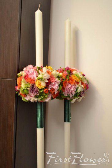 Lumanari rotunde pentru nunta cu hortensie, trandafiri si dendrobium.