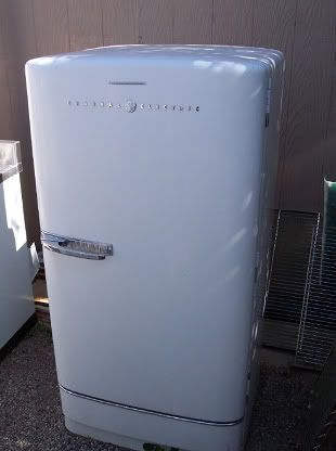 I used to have an old GE Refrigerator just like this. That