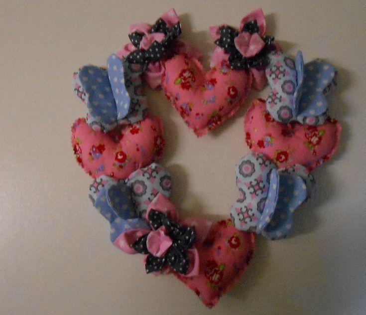 Do it Yourself pakket : hartjes, vlinders, bloemen hartvormige 'krans', evt. ook alleen het patroon te bestellen bij http://www.stoffennl.nl