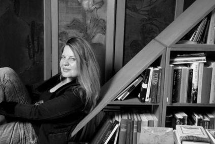 «Η δημιουργική διαδικασία είναι το μόνο αντίδοτο ενάντια στην υπαρξιακή κρίση και στην κρίση ταυτότητας», λέει η Αργυρώ Μαντόγλου