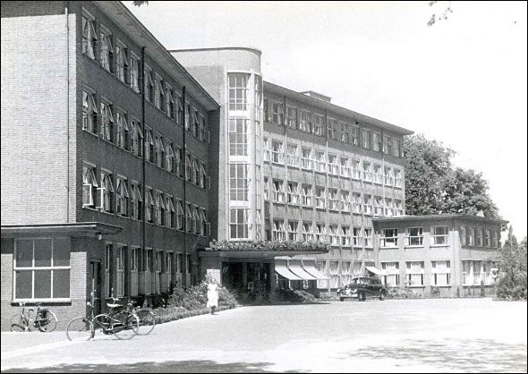 """Oude ziekenhuis """"Ziekenzorg"""", waar nu Saxion is."""