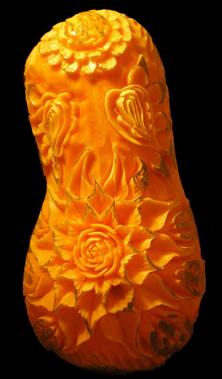 By Max TIMBERT - Plasticien culinaire sculpteur Sculpture sur fruits et legumes - France.  Copyright: Max Timbert.