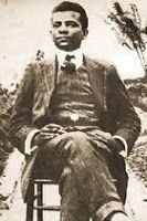 LIMA BARRETO:               Filho de escravos em um Brasil que lutava para abolir oficialmente a escravidão, Afonso Henriques de Lima Barreto teve oportunidade de boa instrução escolar, vindo a tornar-se jornalista e um dos mais importantes escritores e militantes da causa do País. Ainda jovem, aprendeu a trabalhar com tipografia e, em 1902, começou a contribuir para a imprensa brasileira, escrevendo para pequenos veículos de comunicação. Em jornais de maior circulação, começou a escrever…