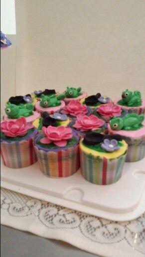 Tangled themed cupcakes #partycakefun #frypan #roses #lizard