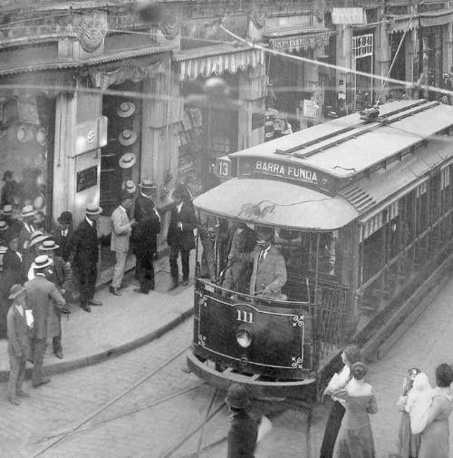 1906 - Bonde com destino à Barra Funda na rua São Bento.