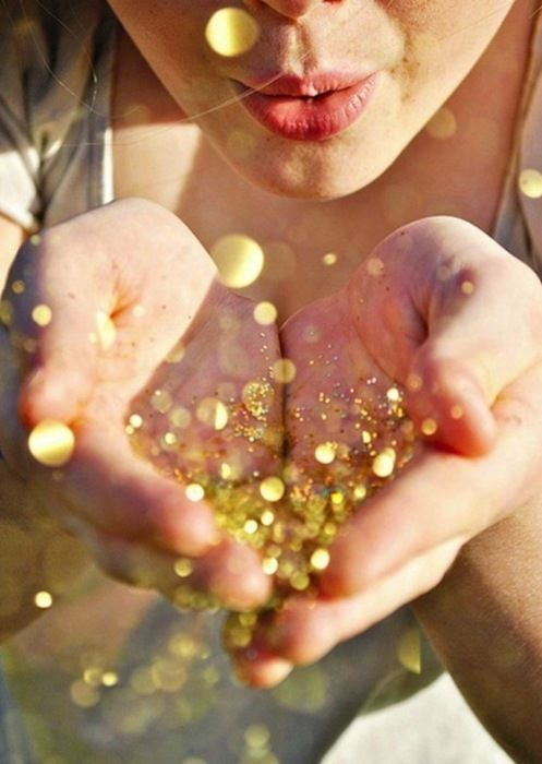 gold glitter all in your face