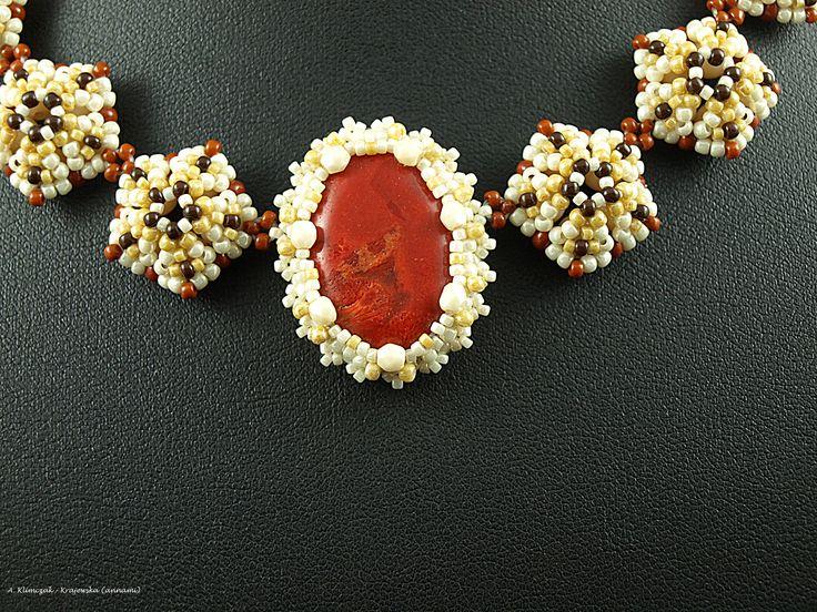 Naszyjnik wykonany według własnego wzoru z kulek masy perłowej, kulek jaspisu, plastra koralu, fire polish, koralików Toho magatama i round w różnych rozmiarach i kolorach. Całość szyta.