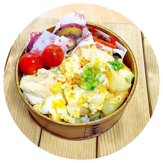 先週はほぼほぼ一週間風邪でねこんで、久々のお弁当 - 26件のもぐもぐ - 親子丼。人参キンピラ。トマト。サツマイモの甘煮。 by Reina Reina