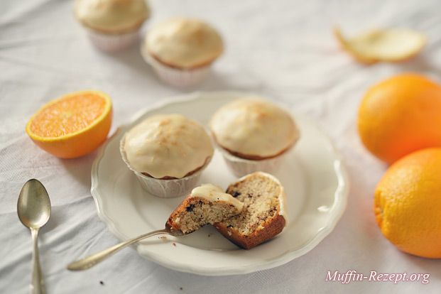 Der Sommer kommt und mit ihm die Zeit für fruchtig-frische Orangenmuffins. Dieses Rezept ist in Anlehnung an unsere leckeren Zitronenmuffins entstanden und muss sich nicht dahinter verstecken. Wir haben lediglich die gelben Zitrusfrüchte durch orange ersetzt und dunkle Schokostückchen zum … Weiterlesen →
