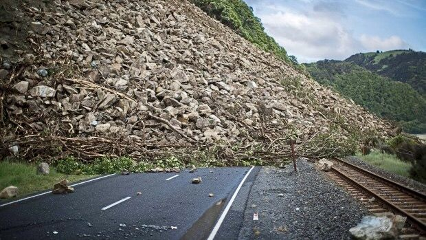 Bill ✔️ Not an ordinary slip! Major alpine rock slides from thousands of feet up have smothered many parts of the rail and roading system around Kaikoura, New Zealand. Result of M7.8 Earthquake on 14 November 2016.    Bill Gibson-Patmore.  (curation & caption: @BillGP). Bill✔️