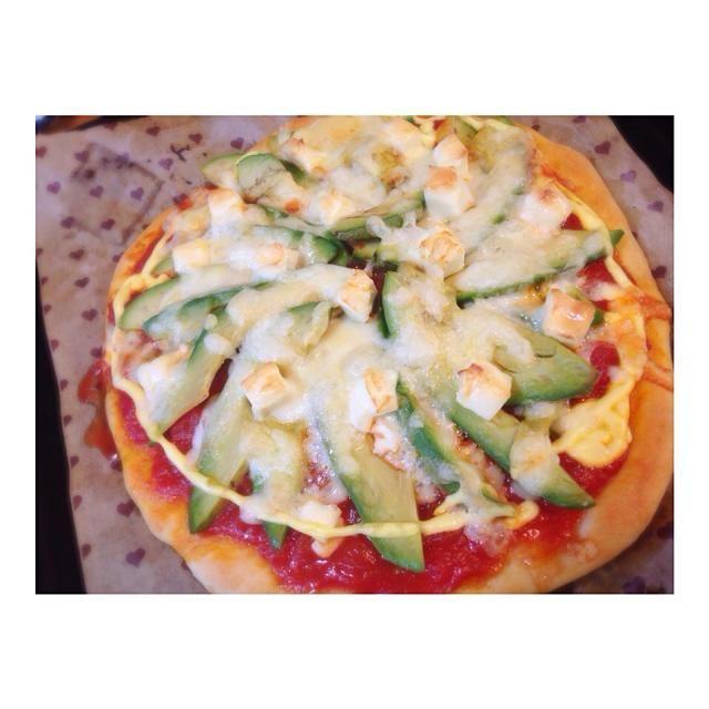 母の日 に 三種類の  手作りピザ(´-`).。oO(  どんな時でも 味方してくれて  どんな事でも 応援してくれて  ありがとう - 42件のもぐもぐ - 母の日!アボカドとクリームチーズのピザホームベーカリーで♪ by 841tkdchon