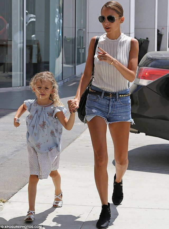 Nicole Richie love her but ding girl! Eat something!