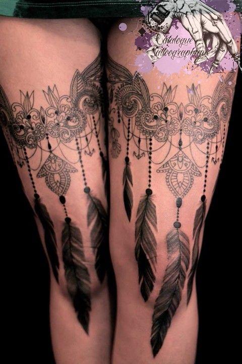 Épinglé par Alysson Mattoug sur Ink / Tattoo   Tatouage plume, Tatouages de jarretière en ...