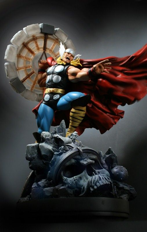 Thor statue - Marvel Comics - Avengers - Comic Book Collectibles