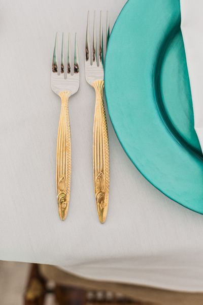 gold flatware + teal chargers | Rodeo & Co #wedding