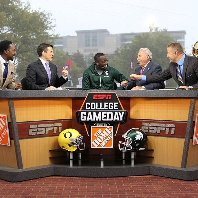 Draymond Green made an appearance as the guest picker today at ESPN College Gameday. The Larry O'Brien Trophy made the trip as well. #reachhigher #letsdogameday