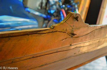 Reparaties aan houten boten worden zeldzaam. Dit is een gebroken spant en boord van een prachtige single wherry