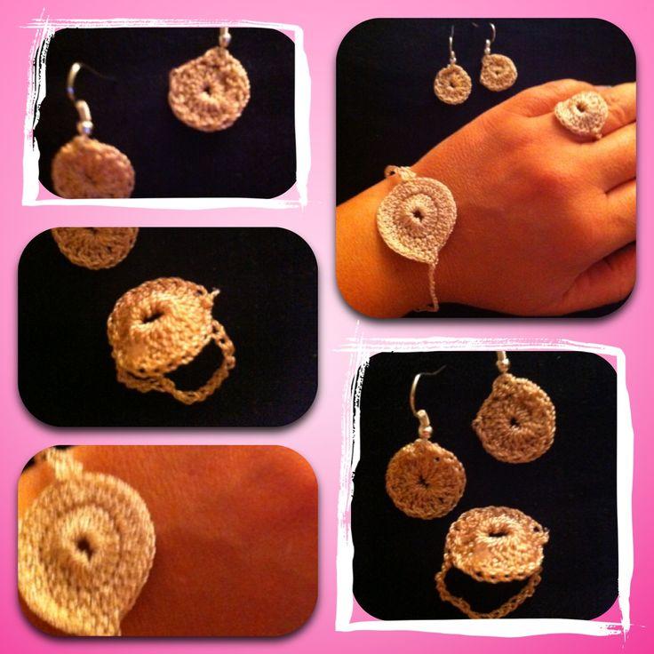 Juego de pendientes , pulsera y anillo de crochet , muy fácil y para cualquier ocasión