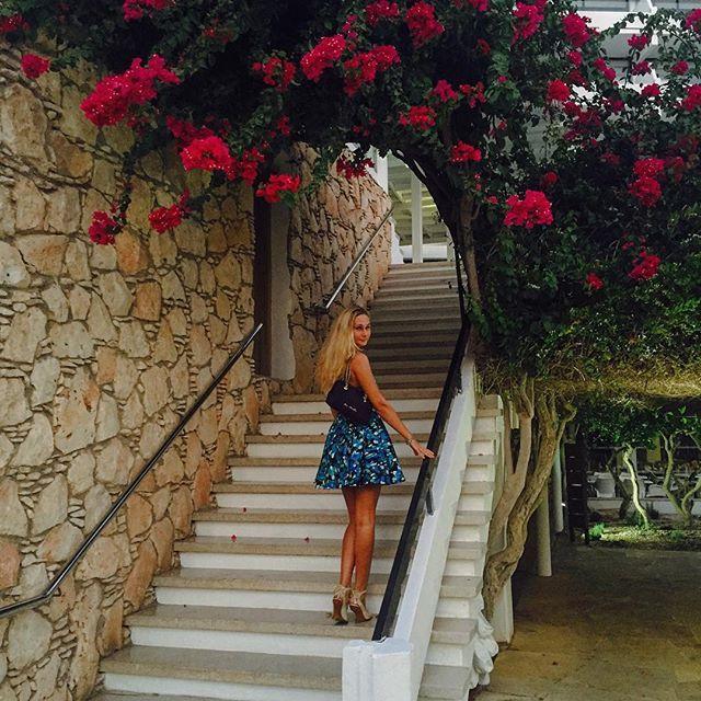 #grecianbay #cyprus #grecianbayhotel #русскаякрасавица #русскаядевушка #красотка #красотка #ragazza #belleza #ragazzasexy #flowers #garden #blonde #blondegirl #grecianstyle #summertime