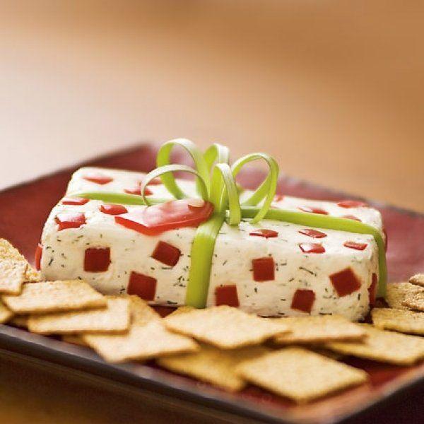 Επειδή το τραπέζι των Χριστουγέννων το θέλει το glamour του, το ορεκτικό που σας προτείνουμε σήμερα είναι ό,τι πρέπει για να εντυπωσιάσετε τους καλεσμένους σας και να τους τρατάρετε με ένα από τα πιο ξεχωριστά και γευστικά χριστουγεννιάτικα σνακ που έχουν γευτεί ποτέ. Υλικά 230γρ. τυρί κρέμα 1/2κ.γ. άνηθο 1/4κ.γ. σκόρδο σε σκόνη 1/8κ.γ. αλάτι …