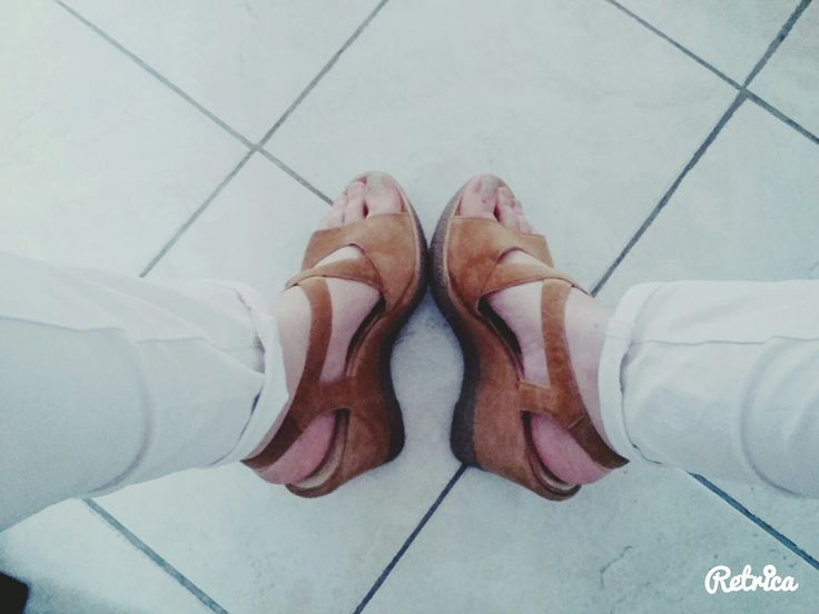 Sandales compensées/sympas et confortables