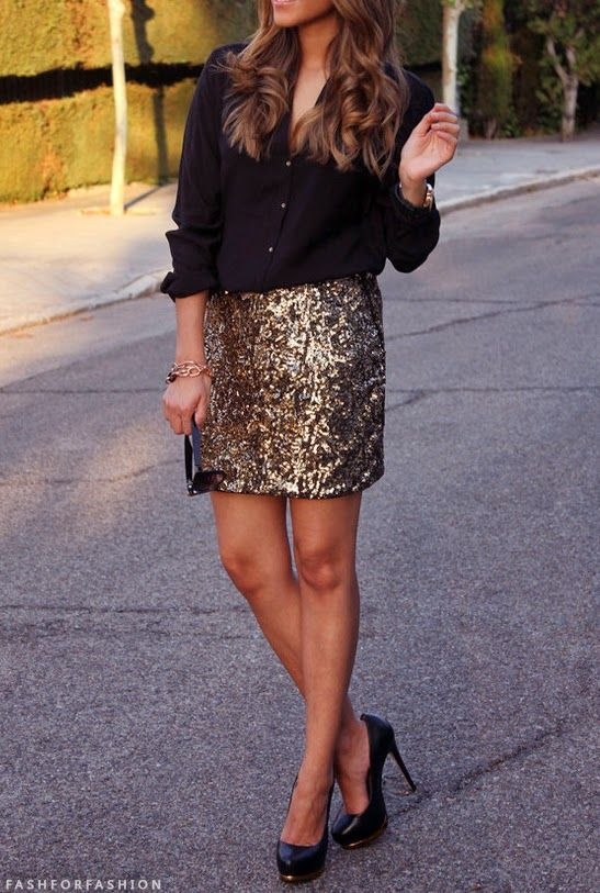 gold & black: the go-to going out look! Get the look @ http://studentrate.com/ucla/get-ucla-student-deals/bebe-Student-Discounts--/0