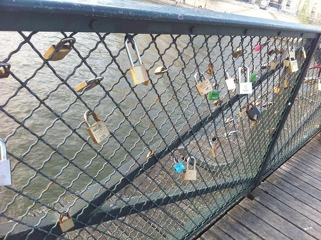Paris by Flygstolen, via Flickr  #Paris #City #Storstad #Stad #Huvudstad #France #Franktike #Europe #Travel #Europa #Resa #Resmål #PontdesArts #CityofLove #pont #des #arts #kärleksbron #Kärlek #Bro