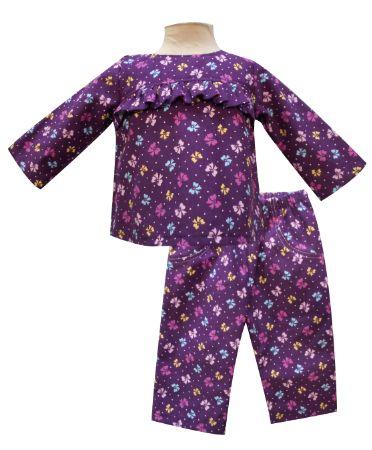 Blusa de pana manga larga con olanes en canesú y pantalón. Tallas 3, 6, 12 y 18 meses.