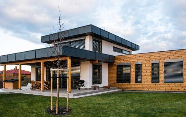 Prečo je nutné pri stavbe drevodomu používať certifikované materiály? Strešný konštrukčný systém zabraňujúci prehrievaniu podkrovia v letných mesiacoch aj pre murované stavby!   Architekti, stavebné firmy i spotrebitelia uvažujúci o stavbe kvalitného drevodomu sa mnohokrát strácajú v spleti rôznych typov konštrukcií, systémov a materiálov zaručujúcich kvalitu a difúznu otvorenosť stavby.