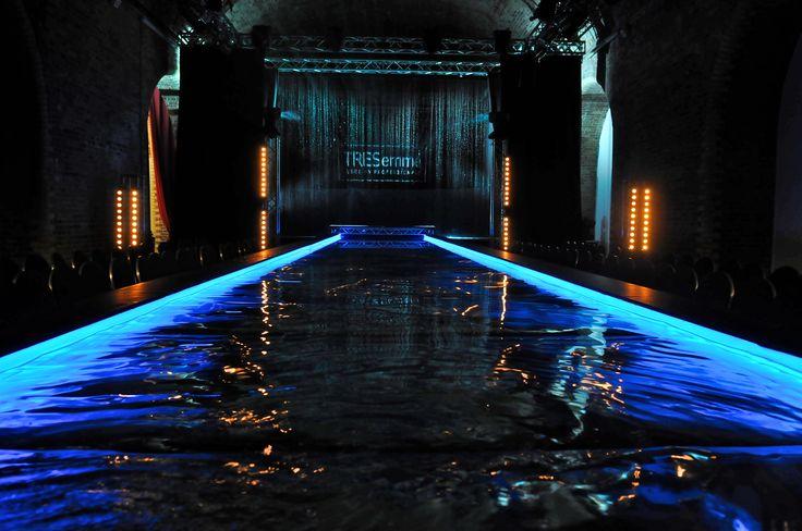 fashion show water - Cerca con Google
