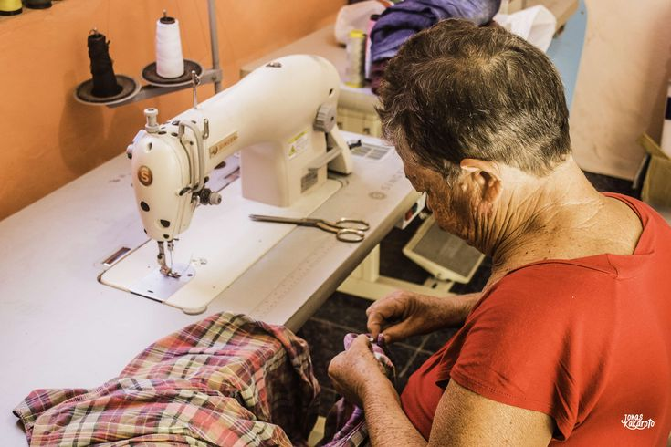 #clothes #costura #costureira #estudiozano #idosa #jkakaroto #lady #line #linha #mulher #roupa #seamstress #senhora #tshirt #woman