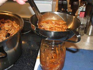 Canned pork bbq ..... Who knew you meat can be canned?  She has lots of good info on canning as well