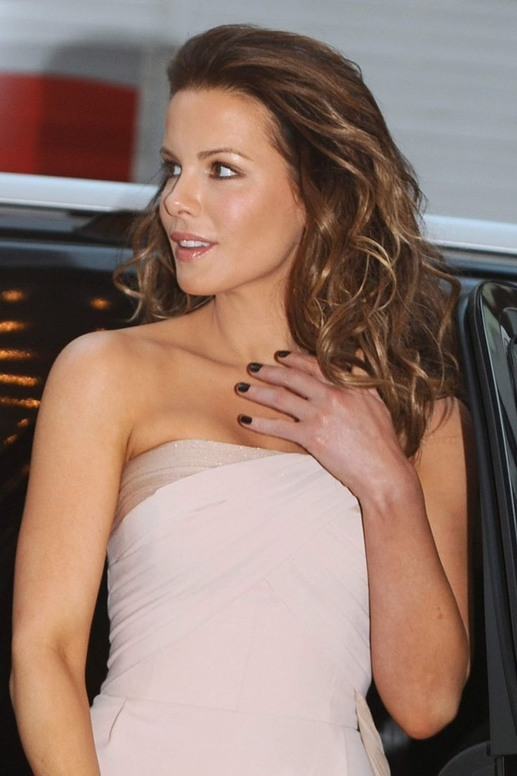 243 best kate beckinsale images on pinterest actresses beautiful celebrities and kate beckinsale - Kate beckinsale pool ...