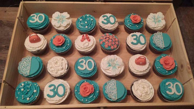 Chic 30 cupcakes